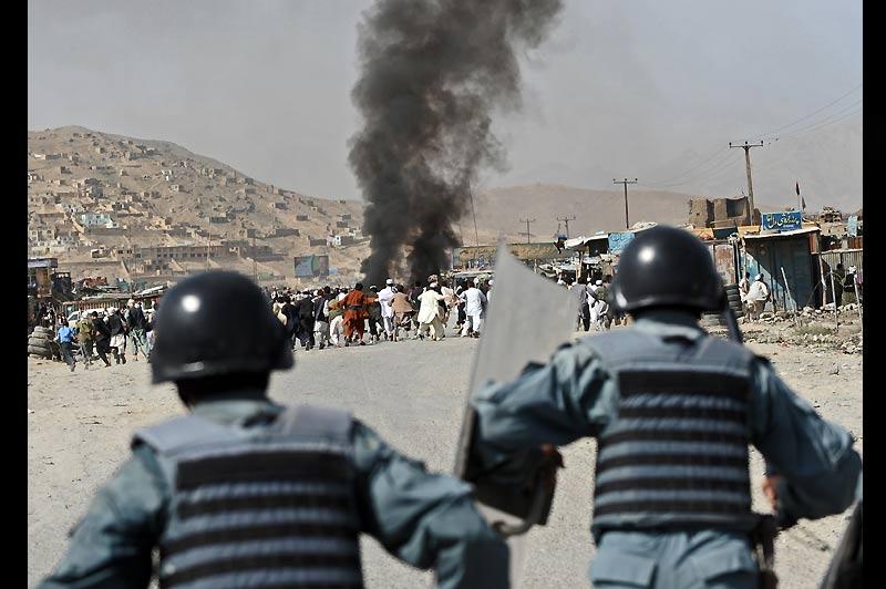 Mercredi 15 septembre, à Kaboul, en Afghanistan, des accrochages entre la police et des manifestants ont fait un mort et cinq blessés. Cette manifestation intervient à trois jours d'élections législatives que les insurgés islamistes ont promis de perturber.