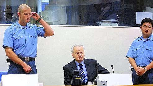 Milosevic affronte son passé à La Haye