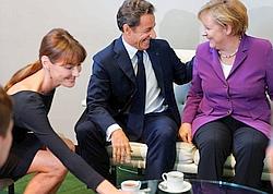 Accompagné par son épouse, Nicolas Sarkozy s'est entretenu avec Angela Merkel.
