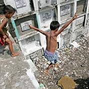 À Manille, vivre dans un cimetière