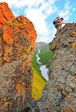 Un rythme immuable scande mes journées. Ecriture le matin, puis course dans les montagnes, les criques et les forêts qui environnent mon abri. (Thomas Goisque/Le Figaro Magazine)