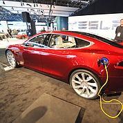 Tesla: le pari des bolides de luxe écolos