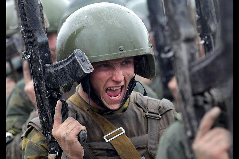 Mercredi 29 septembre, à Iskitim, ce jeune miliaire est en pleine séance d'entraînement, dans l'objectif de devenir membre de l'élite militaire russe.