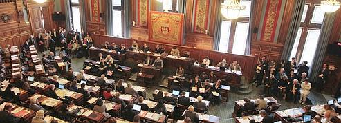 Le Conseil de Paris adopte l'accord sur les emplois fictifs