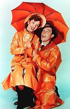 Debbie Reynolds et Gene Kelly dans Chantons sous la pluie de Stanley Donen et Gene Kelly.