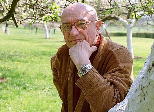 Durant toute sa vie, Bernard Clavel s'est considéré comme un débutant. Chaque livre était une aventure qui lui donnait envie de recommencer.