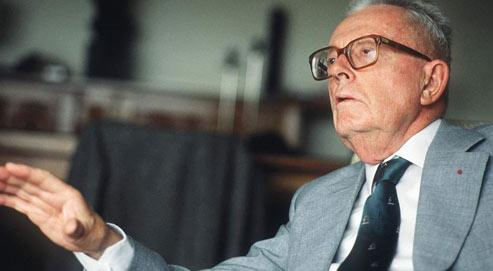 Maurice Allais est couronné prix Nobel d'économie en 1988 pour ses contributions à la théorie des marchés et de l'utilisation des ressources. Crédits photo: Sipa