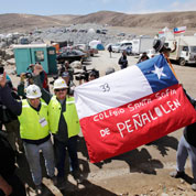 Chili : les familles attendent les mineurs