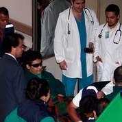 Les rescapés sont transférés à l'hôpital au fur et à mesure de leur sortie.
