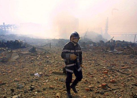 21 septembre 2001 : L'explosion de l'usine chimique AZF à Toulouse fait 30 morts et plus de 2 500 blessés et cause d'importantes destructions dans le sud-ouest de la ville.