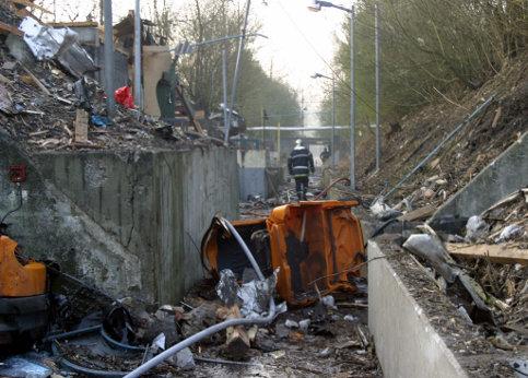 27 mars 2003 : Une explosion se produit à la dynamiterie Nitrochimie de Billy-Berclau, dans le Pas-de-Calais. Quatre salariés meurent sur le coup. L'atelier concerné par l'explosion, qui transformait la dynamite gomme en cartouches conditionnées prêtes au transport, a été complètement détruit.