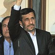 Au Liban, Ahmadinejad nargue Israël