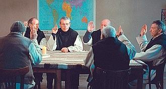 Les moines votent : ils resteront à Tibhirine, au risque de leur vie. (Why not Productions/Armada Films)