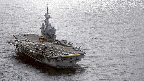 Le porte-avions Charles de Gaulle à nouveau immobilisé