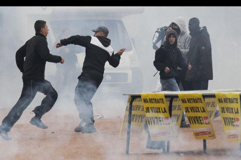 Mardi 19 octobre, dans le centre de Lyon, des scènes de guérilla urbaine ont été constatées en marge des manifestations de lycéens contre la réforme des retraites. Ces incidents se sont soldés par plusieurs interpellations.