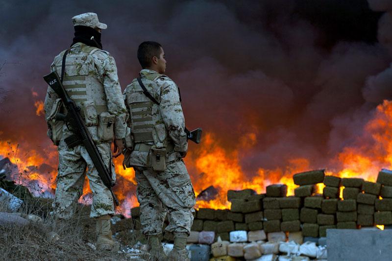 Mercredi 20 octobre, sur la base militaire de Tijuana, au Mexique, l'armée a brûlé plus de 105 tonnes de marijuana. Cette saisie est, selon le gouvernement mexicain, «la plus grande de l'histoire du pays».