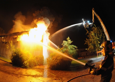 Les pompiers ont lutté jusqu'à 5 heures contre les flammes avant de parvenir à maîtriser l'incendie.
