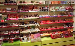 En cosmétique, les produits les plus volés sont les produits de rasage mais aussi les rouges à lèvres. (Crédits photo: Jean-Pierre Muller)