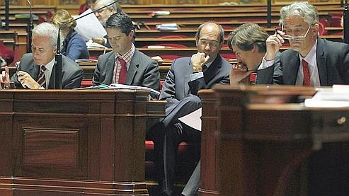 Les représentants du gouvernement, dont Eric Woerth et Georges Tron, lundi, au Sénat.