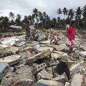 Le tsunami en Indonésie fait au moins 400 morts