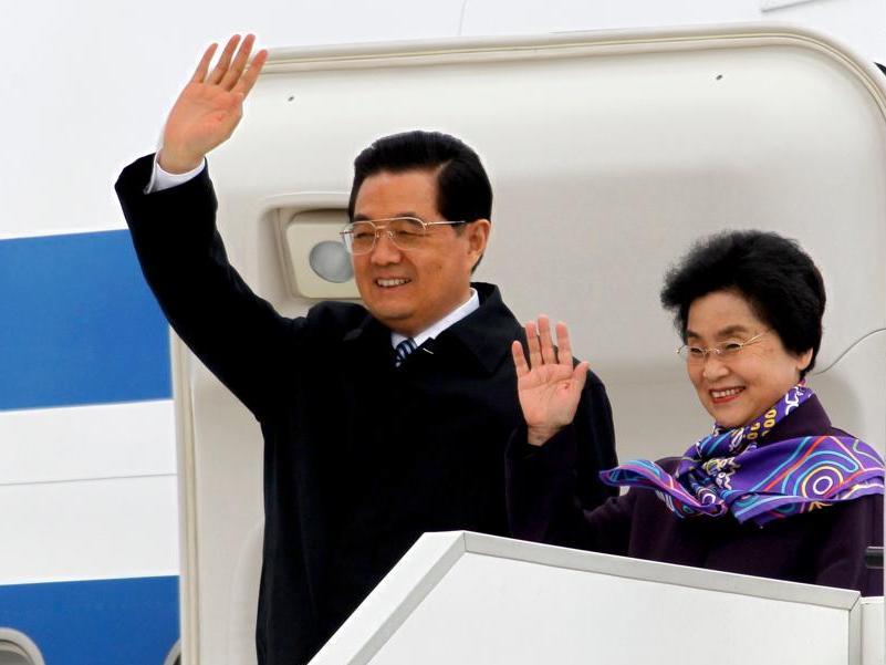 L'avion transportant Hu Jintao et son épouse Liu Yongqing a atterri en début d'après-midi à l'aéroport d'Orly. Après Paris, la visite du couple chinois le mènera à Nice.