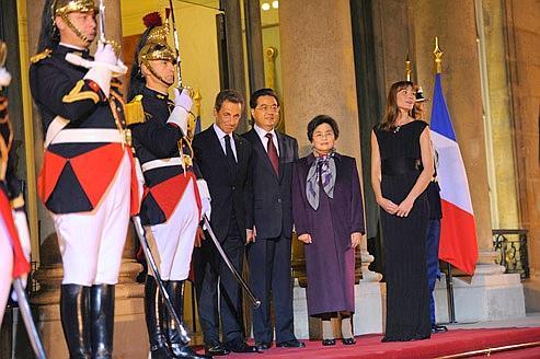 Avec tout le faste protocolaire, le président chinois Hu Jintao a été reçu, jeudi, par Nicolas Sarkozy.