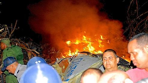 Le site Cubadebate a publié une photo de l'épave en flammes.