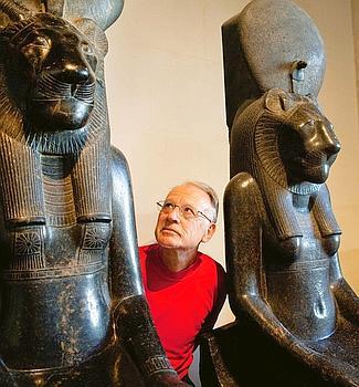Il a beau avoir vendu près de 30 millions de livres traduits en trente langues, Christian Jacq se sent toujours aussi petit devant son sujet de prédilection, l'Egypte.