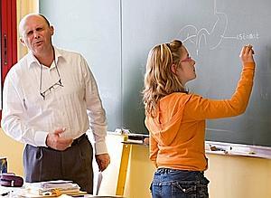 De nos jours, dans la classe de Marc Le Bris. Une petite école publique, près de Rennes, en Bretagne, où les élèves ont le même type de difficultés qu'ailleurs. (Jacques Grison/Le Figaro Magazine)