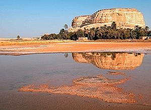 «Paysage: du brun au bronze, (...) sol de perle aux ombres nacrées et aux reflets mauves.» Ici, l'oasis de Siwa.
