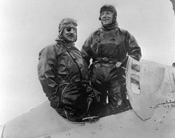 Le 9mai 1927, Charles Nungesser et François Coli auraient réussi cet exploit avant que leur monomoteur, L'Oiseau Blanc, s'abîme en mer au large des côtes de l'archipel français de Saint-Pierre-et-Miquelon. Mais l'appareil n'a jamais été retrouvé. (Crédits photo: AFP)