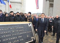 La nouvelle plaque en l'honneur des jeunes manifestants de 1940.
