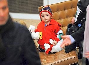 Accueillis par le ministre de l'Immigration, Eric Besson, les blessés ont été acheminés en ambulances vers des hôpitaux de la région parisienne. Mais le Premier ministre irakien, Nouri al-Maliki, a appelé indirectement la France à ne pas favoriser l'émigration des chrétiens.