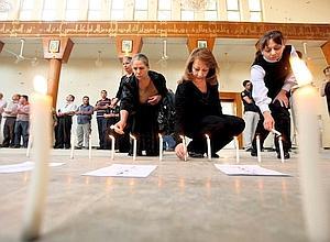 Les chrétiens de Bagdad ont affirmé la force de leur foi face aux menaces de mort d'al-Qaida en assistant à une messe en hommage aux victimes du massacre du 31 octobre.