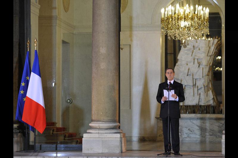Le nouveau gouvernement de François Fillon, reconduit à son poste, a été annoncé dans la soirée du dimanche 14 novembre par le secrétaire général de l'Élysée, Claude Guéant. Il se compose de vingt-deux ministres et de huit secrétaires d'État.