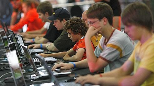 Leur accès a beau être strictement interdit aux mineurs, 8% de jeunes âgés de 12 à 17 ans ont déjà essayé d'y jouer. (Illustration).