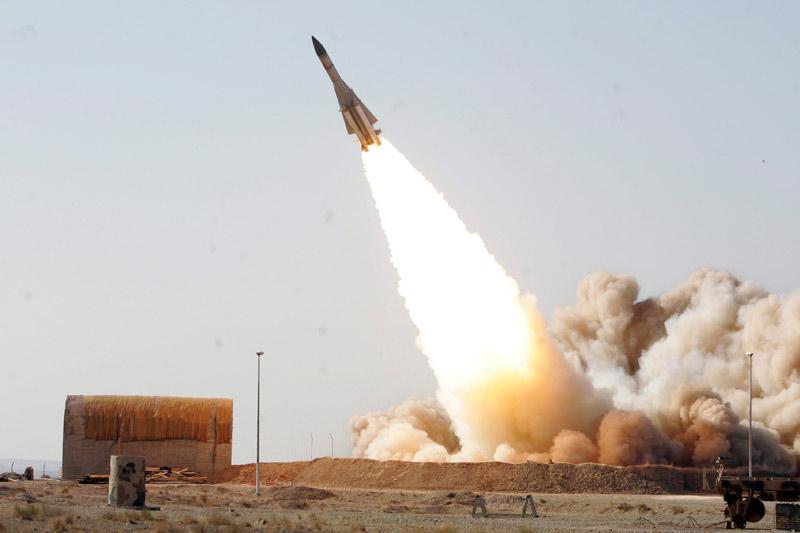 Samedi 20 novembre, l'Iran a testé avec succès une version améliorée de son système de missiles antiaériens S-200, d'une capacité analogue au système russe S-300.