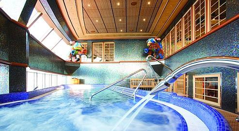 La piscine jacuzzi du spa Samsara chez Costa. (DR)
