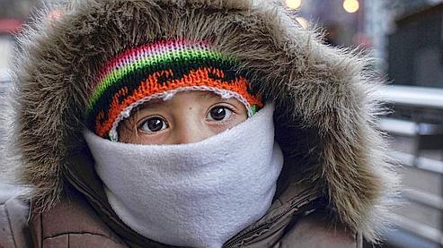 Les enfants, les personnes âgées et les malades chroniques sont plus vulnérables au froid.