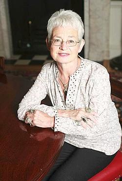 Jacqueline Wilson : plus de cent livres pour la jeunesse à son actif. (Gallimard Jeunesse )