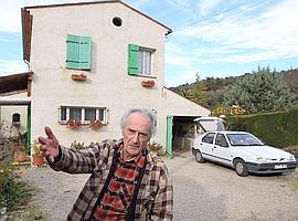 Pierre Le Guennec, devant son garage à Mouans-Sartoux, où étaient entreposées les 271 œuvres inédites de Picasso.