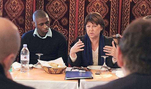 Martine Aubry dans un restaurant de La Courneuve, le 8 décembre.