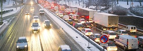 Des milliers de Franciliens piégés par la neige<br/>