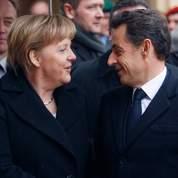 Merkel et Sarkozy défendent l'euro