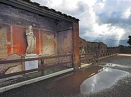 Pompéi abritait de vastes palais et des villas somptueusement décorés de sculptures et de fresques. Ci-dessus, cet édifice orné d'une statue de divinité se trouve sur le Forum. (Eric Vandeville)