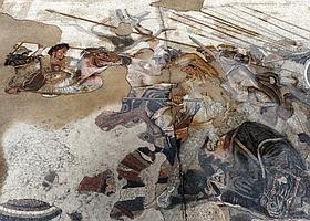 Cette mosaïque, l'une des plus célèbres de l'Antiquité, représente la victoire d'Alexandre sur Darius à la bataille d'Issos en 333 avant J.-C. Elle ornait le pavement de la maison du Faune. Pompéi avait développé un art raffiné des décorations d'intérieur, avec la présence de dizaines d'artisans et de corps de métier. (Eric Vandeville)