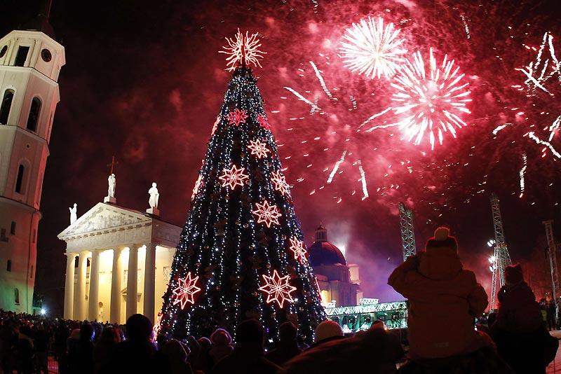 À l'occasion des prochaines fêtes de fin d'année, des festivités ont été organisées dans le centre de Vilnius, en Lituanie, samedi 11 décembre.