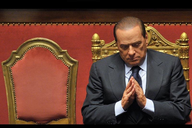 Lundi 13 décembre, le chef du gouvernement italien Silvio Berlusconi était au Sénat pour proposer un «pacte de législature» aux centristes, à la veille du vote décisif d'une motion de confiance au Parlement.