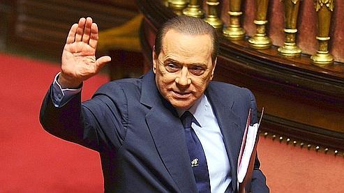 Silvio Berlusconi, qui domine la droite italienne depuis 16 ans, a échappé à un vote de censure des députés avec seulement trois voix d'avance.