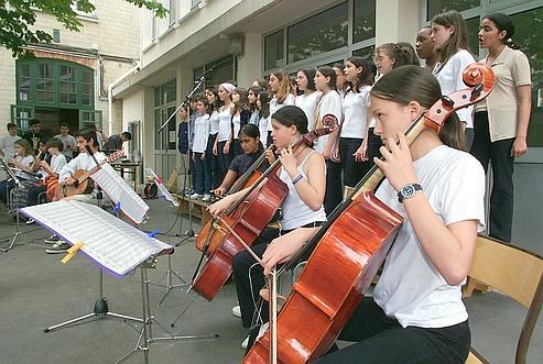 Une chorale d'adolescents dans le XIIe arrondissement à Paris.